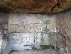Задняя и боковые стенки составного дольмена на горе Нэксис