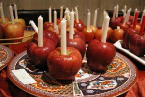 свечи и яблоки