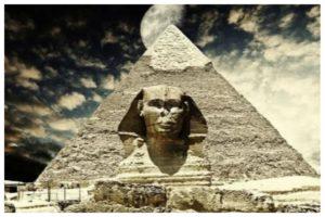 В пространстве пирамид